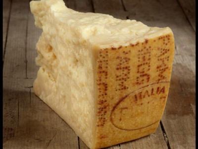 Parmigiano-Reggiano: una storia lunga ottocento anni